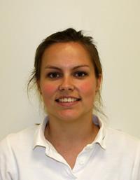 Britt Arkes, Tandartsassistente (in opleiding)